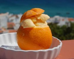 Мороженое во фруктах апельсин